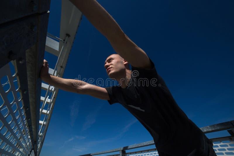 Jonge Atleet Practicing Outdoor royalty-vrije stock foto's