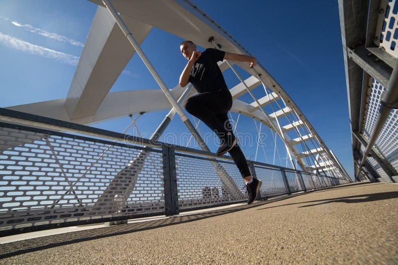 Jonge Atleet Runing Outdoor royalty-vrije stock afbeelding