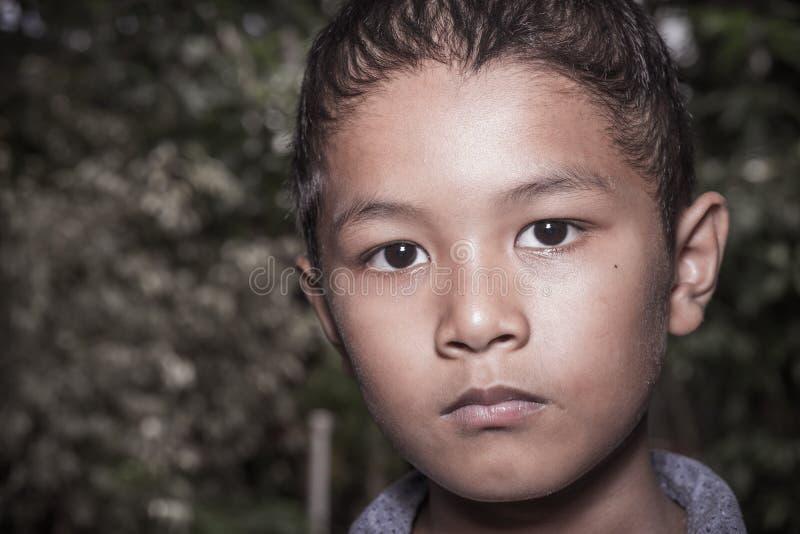 Jonge Aziatische alleen jongen royalty-vrije stock fotografie
