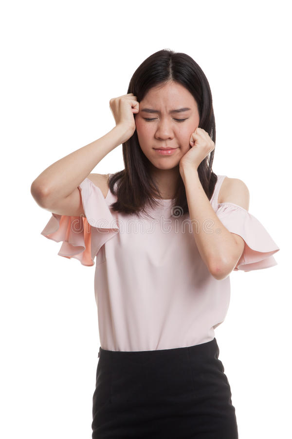 Jonge Aziatische bedrijfsvrouw gekregen ziek en hoofdpijn stock afbeelding