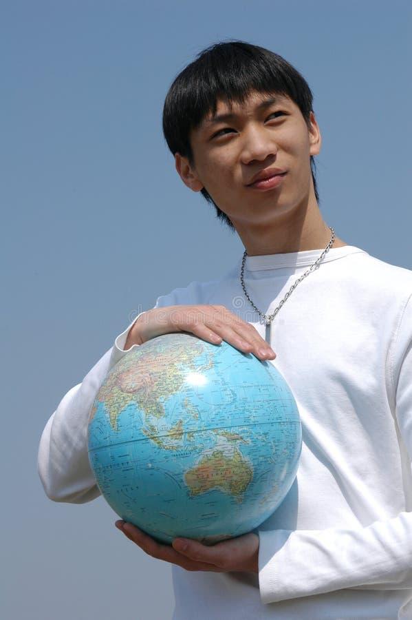 Jonge Aziatische Mens met een Bol stock afbeeldingen