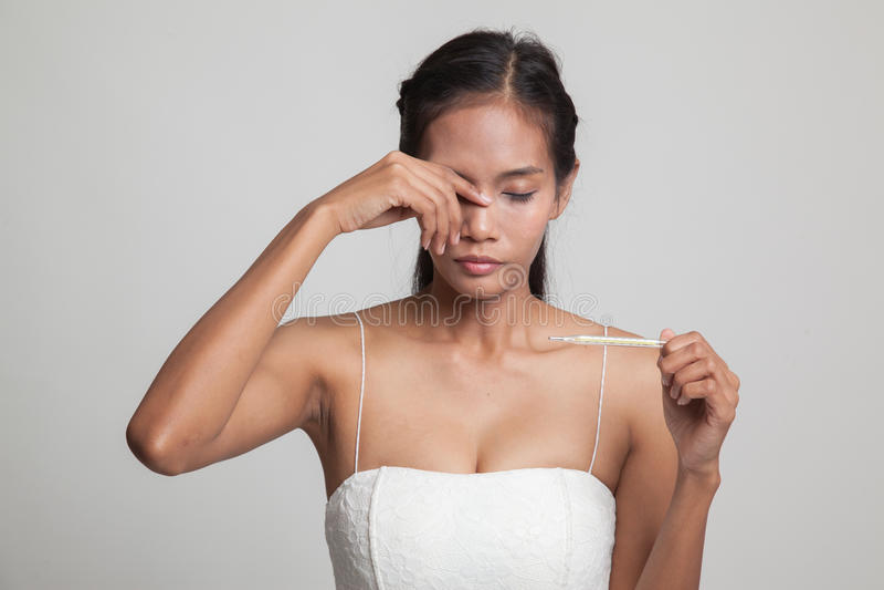 Jonge Aziatische vrouw gekregen ziek en griep royalty-vrije stock foto's
