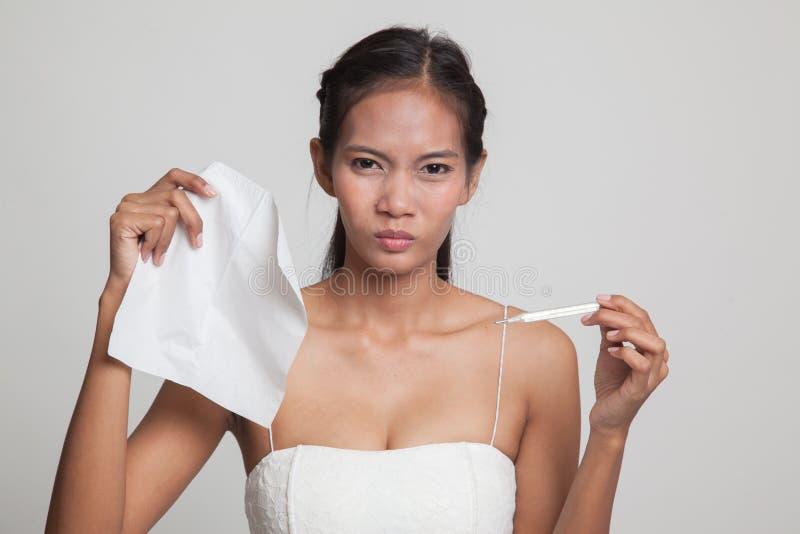 Jonge Aziatische vrouw gekregen ziek en griep royalty-vrije stock fotografie
