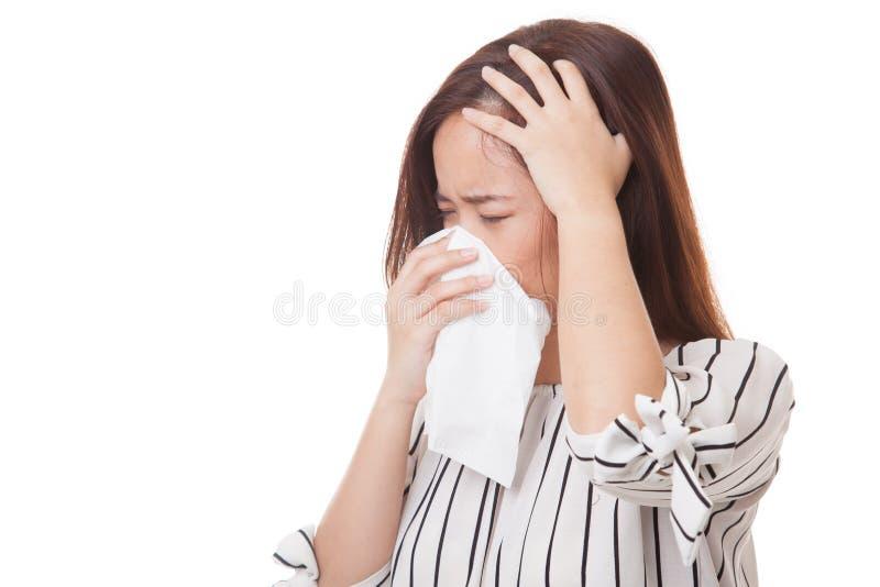 Jonge Aziatische vrouw gekregen ziek en griep royalty-vrije stock afbeeldingen