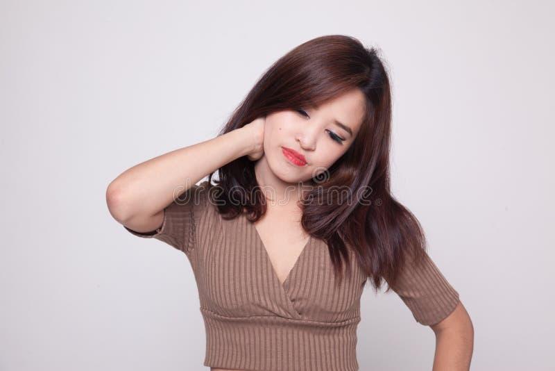 Jonge Aziatische vrouw geworden halspijn royalty-vrije stock afbeeldingen