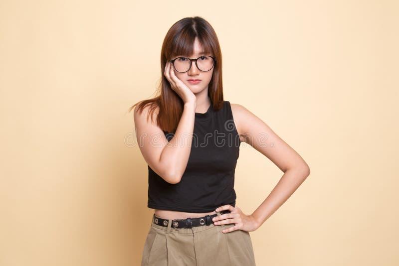 Jonge Aziatische vrouw geworden tandpijn stock fotografie