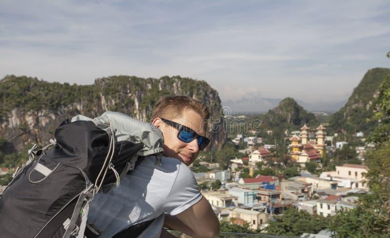 Jonge backpacker in Vietnam stock afbeelding
