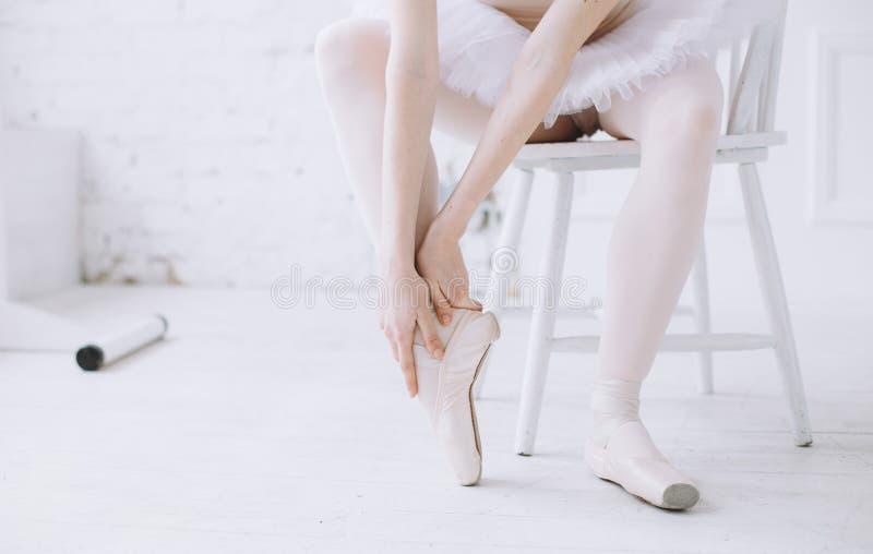 Jonge ballerina in balletklasse royalty-vrije stock foto's
