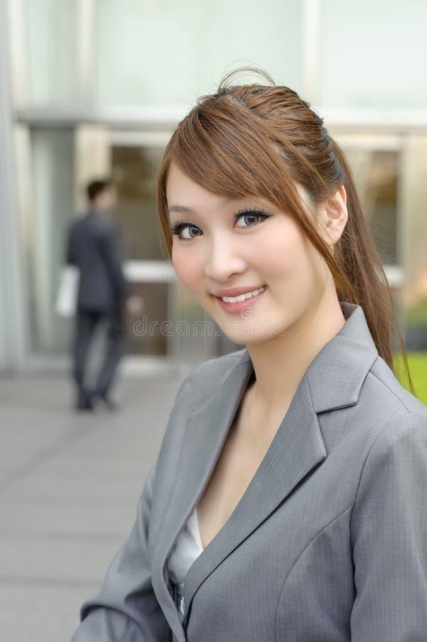 Jonge bedrijfsleidervrouw stock afbeeldingen