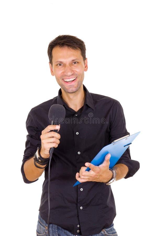 Jonge bedrijfsmens die met nota's op microfoon aankondigen royalty-vrije stock foto's
