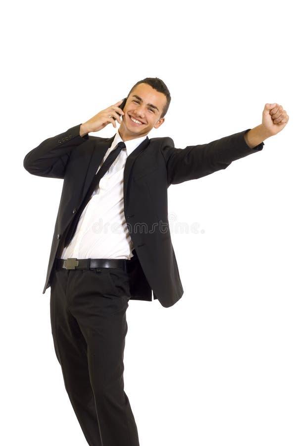 Jonge bedrijfsmens die op een celtelefoon bespreekt stock foto's