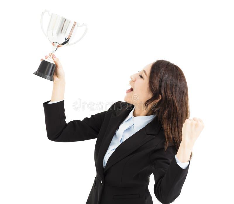 Jonge Bedrijfsvrouw die trofee tonen royalty-vrije stock foto's