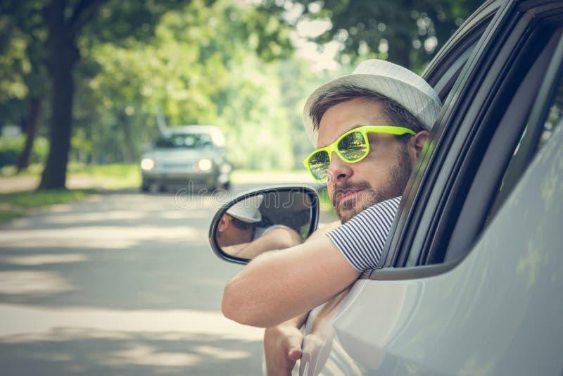 Jonge bestuurder in driver'szetel stock afbeeldingen