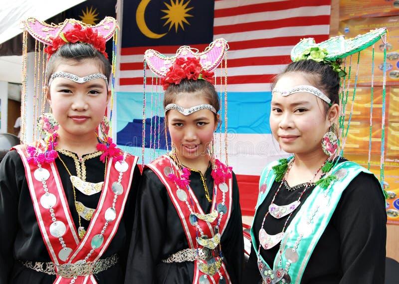 Jonge Bisaya-meisjes in hun traditioneel kostuum royalty-vrije stock fotografie