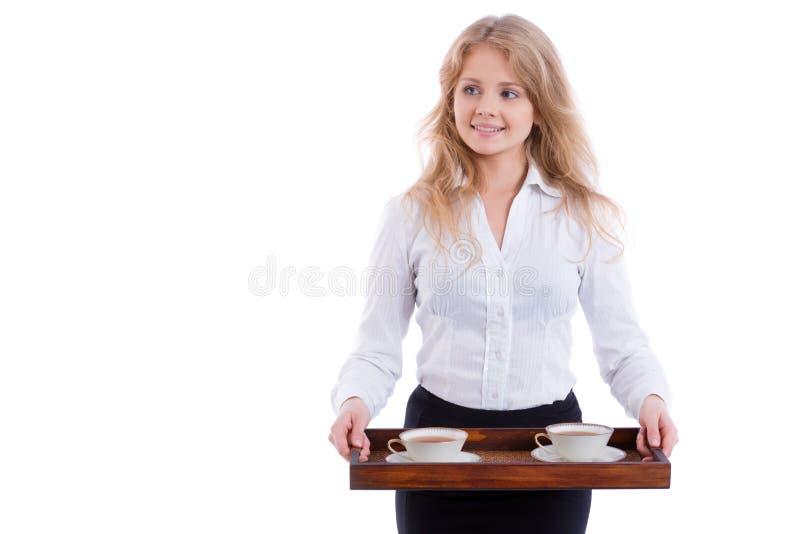 Jonge blonde geïsoleerde serveerster met dienblad en twee kop theeën, royalty-vrije stock afbeeldingen
