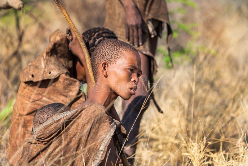 Jonge Bosjesmannenvrouw stock foto