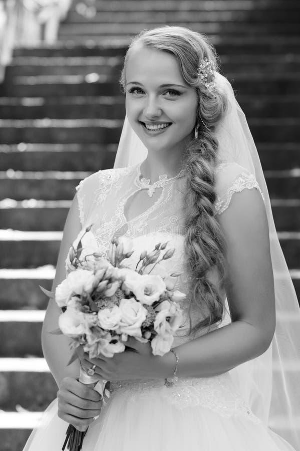 Jonge bruid bij de huwelijksdag royalty-vrije stock foto's