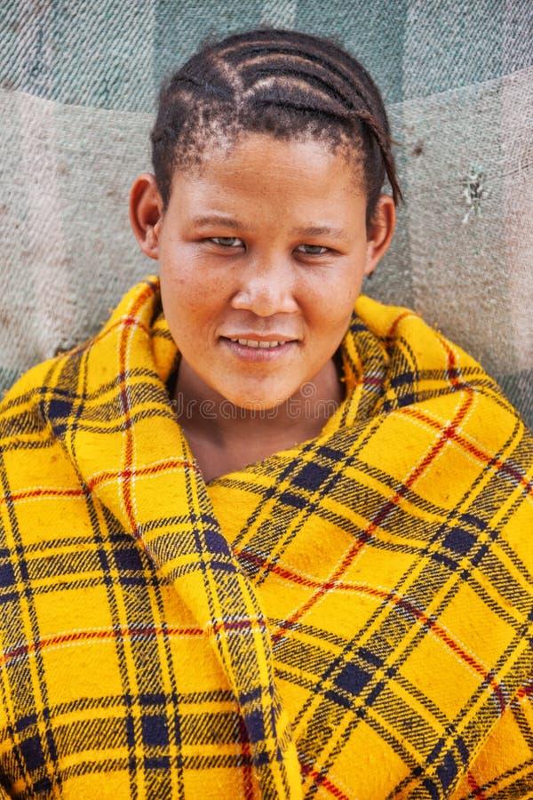 Jonge Bushman-vrouw royalty-vrije stock fotografie