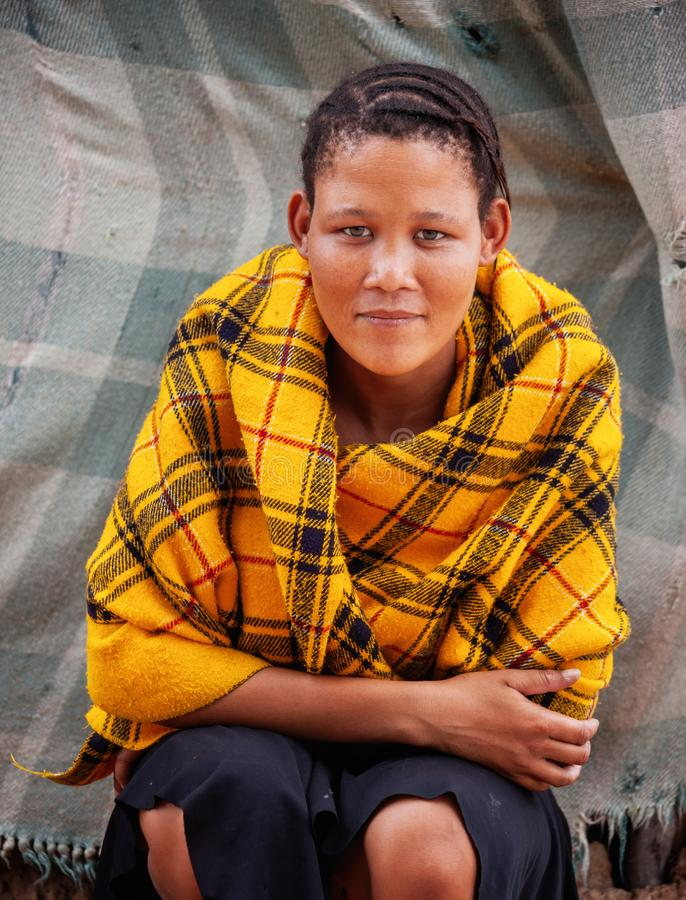 Jonge Bushman-vrouw stock fotografie