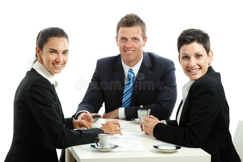 Businesspeople die koffiepauze hebben royalty-vrije stock fotografie