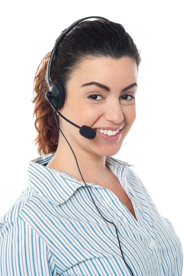 Jonge call centrevrouw met hoofdtelefoon stock fotografie