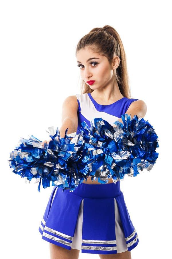 Jonge cheerleader in blauw en wit kostuum met pompoms op witte achtergrond Geïsoleerdj op witte achtergrond royalty-vrije stock foto