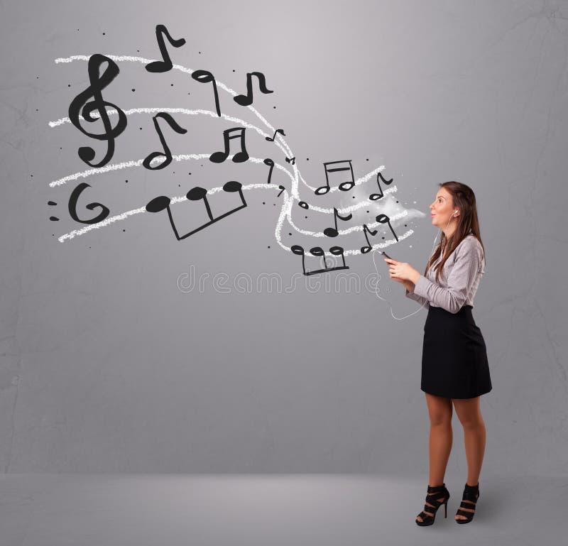 Download Jonge Dame Die En Aan Muziek Zingen Luisteren Stock Foto - Afbeelding bestaande uit enjoy, holding: 39101106
