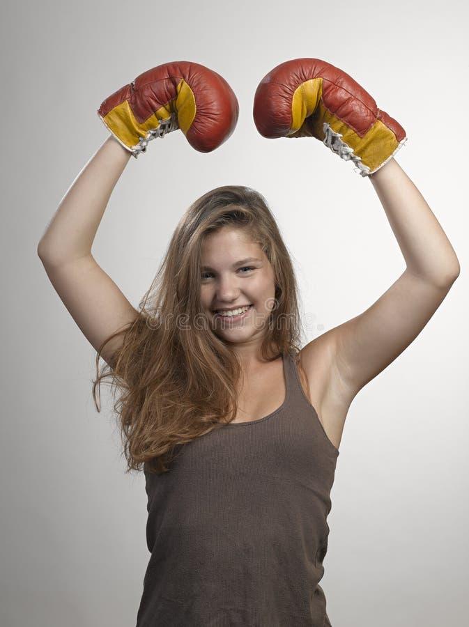 Jonge de vrouwen bokshandschoenen van de sport, gezicht van fitness sho van de meisjesstudio royalty-vrije stock foto's