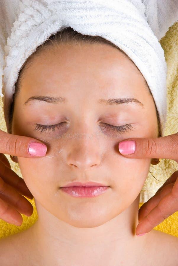 Jonge de vrouwen gezichtsmassage van de schoonheid royalty-vrije stock afbeeldingen