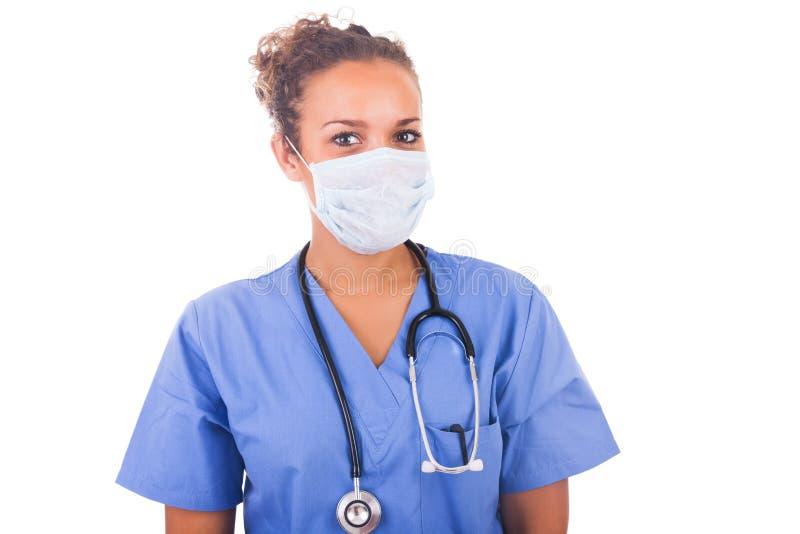 Jonge die arts met masker en stethoscoop op witte backgro wordt geïsoleerd stock afbeelding