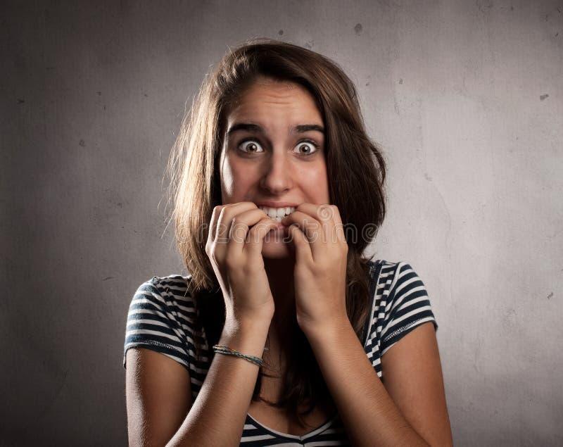 Jonge doen schrikken vrouw stock afbeeldingen
