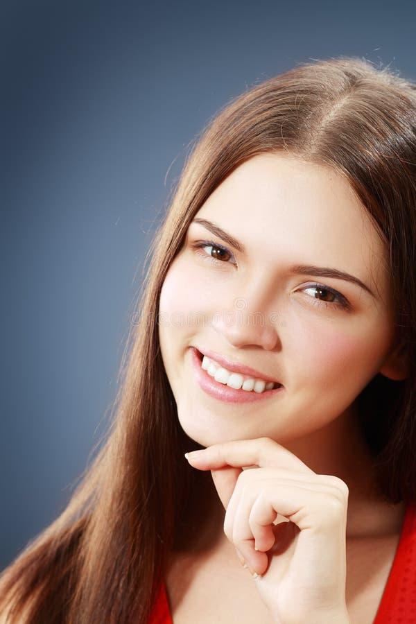 Jonge donkerbruine vrouw stock fotografie