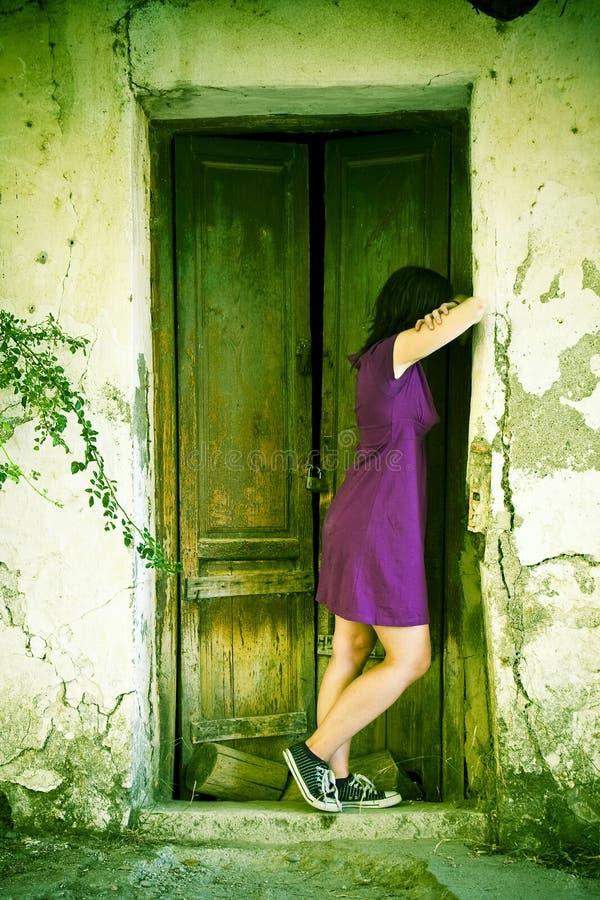 Jonge droevige vrouw royalty-vrije stock foto's