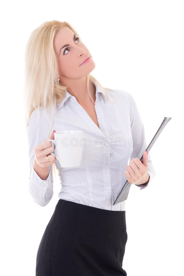 Jonge dromende bedrijfsvrouw met kop van koffie en klembord i stock foto
