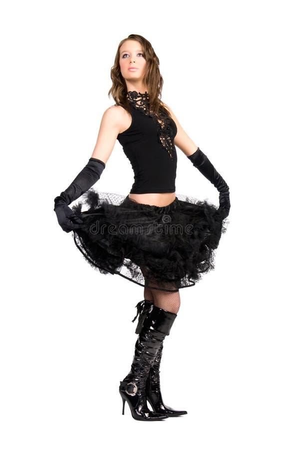 Jonge elegante vrouw die haar rok houdt stock afbeeldingen