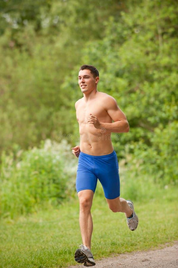 Jonge en gelukkige jogger stock afbeelding