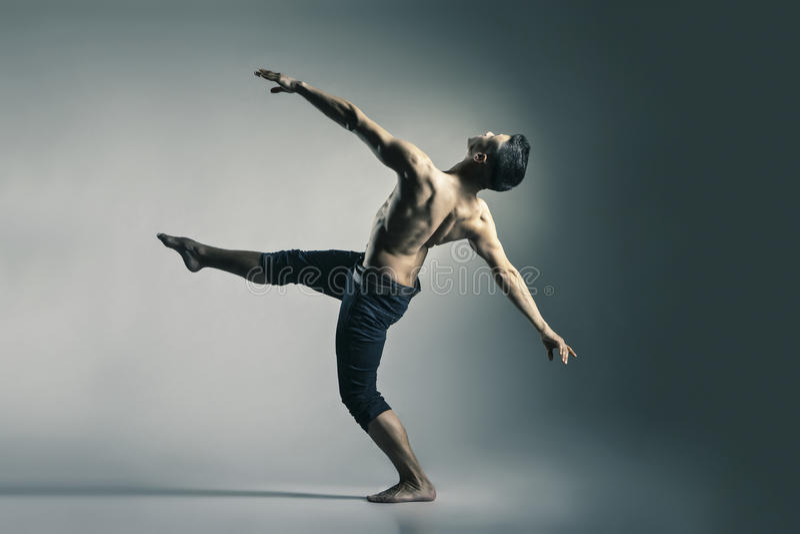 Jonge en modieuze moderne balletdanser royalty-vrije stock foto's