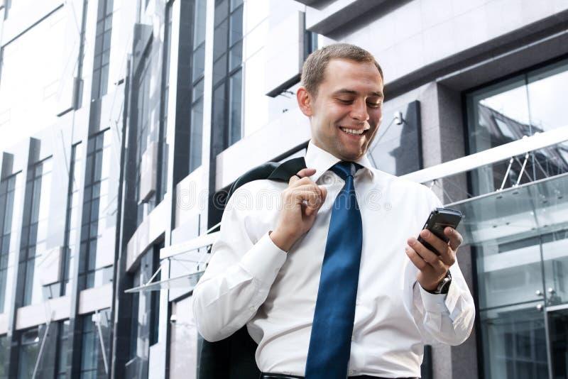 Jonge en succesvolle zakenman stock foto