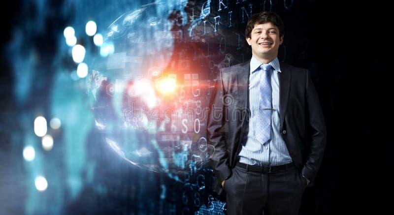 Jonge en zakenman die bevinden zich glimlachen Gemengde media royalty-vrije stock afbeelding