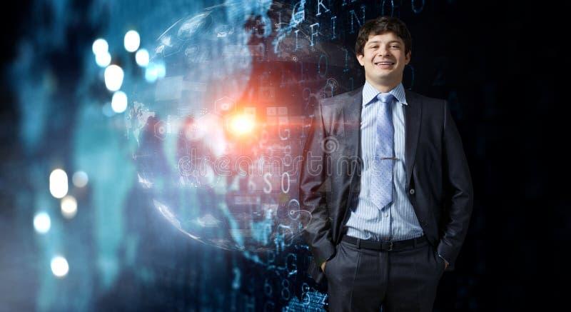 Jonge en zakenman die bevinden zich glimlachen Gemengde media royalty-vrije stock foto