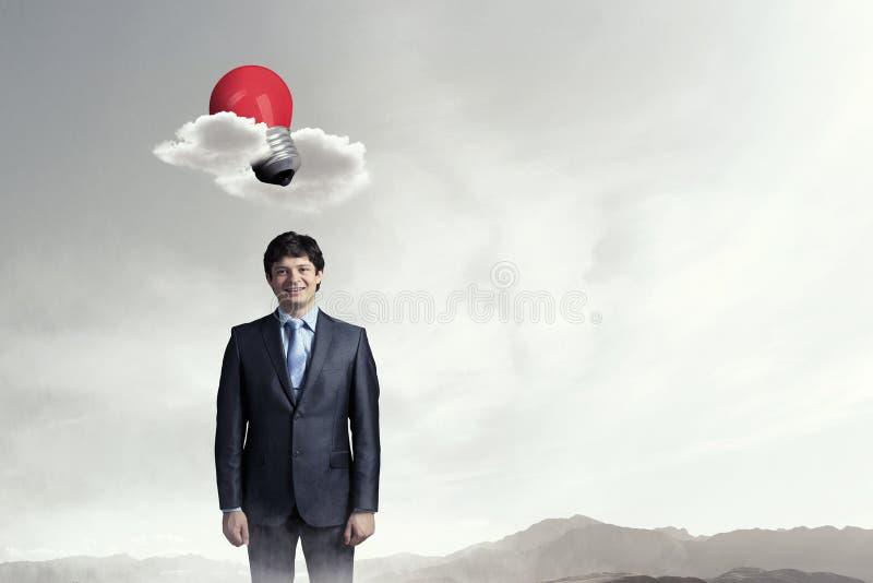 Jonge en zakenman die bevinden zich glimlachen Gemengde media stock afbeeldingen