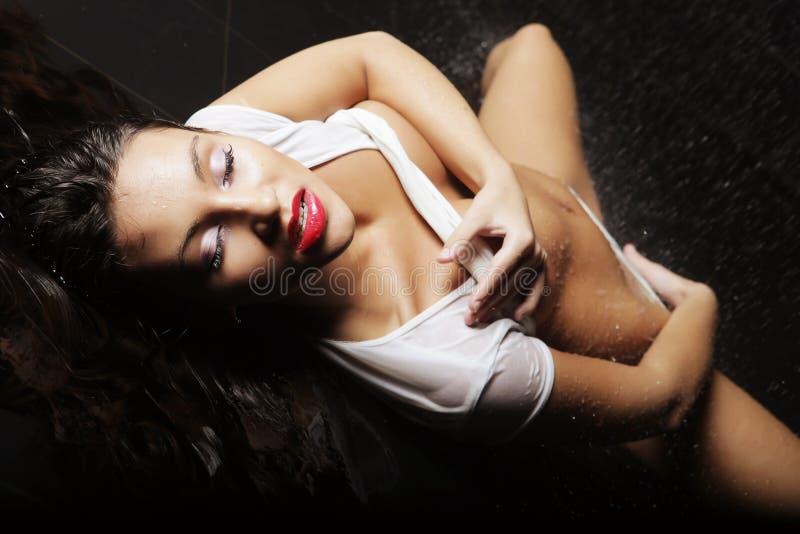 Jonge expressieve sexy vrouw royalty-vrije stock foto