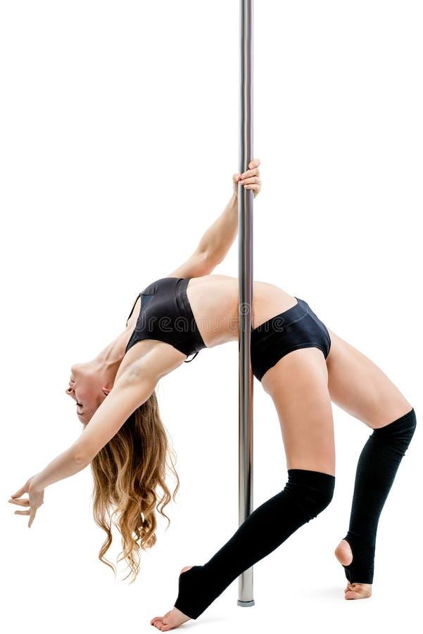 Jonge flexibele atleet in beenkappen en sportkleding op een pyloon  royalty-vrije stock afbeelding