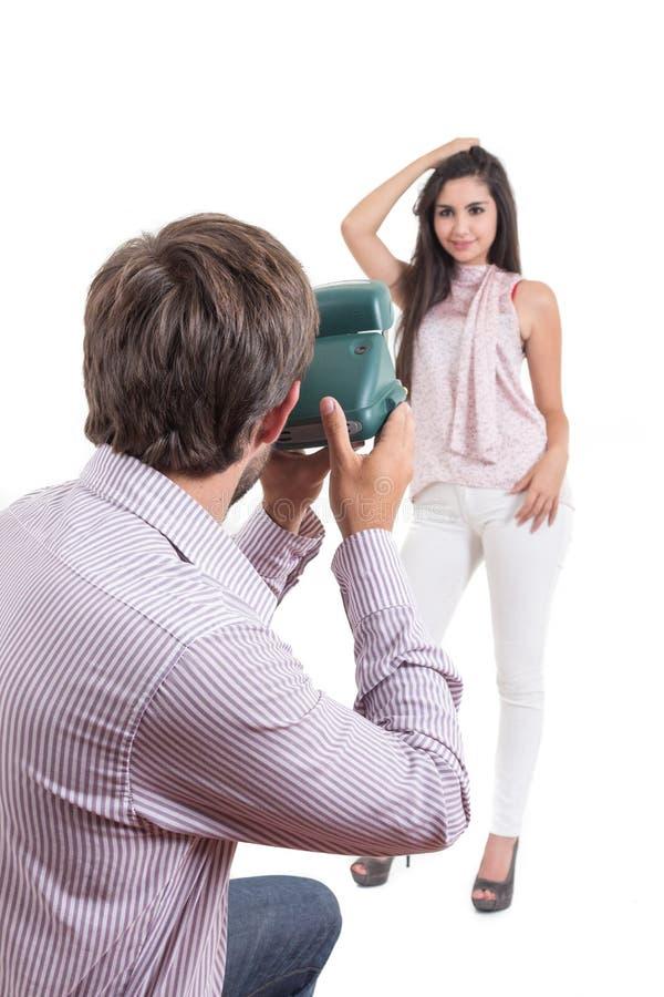 Jonge fotograaf die foto's van mooi nemen stock afbeelding