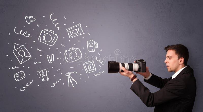Jonge fotograaf die fotografiepictogrammen schieten stock foto's