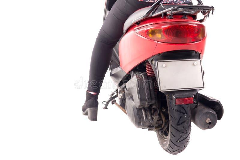 Jonge geïsoleerde vrouw met motorfiets royalty-vrije stock foto's