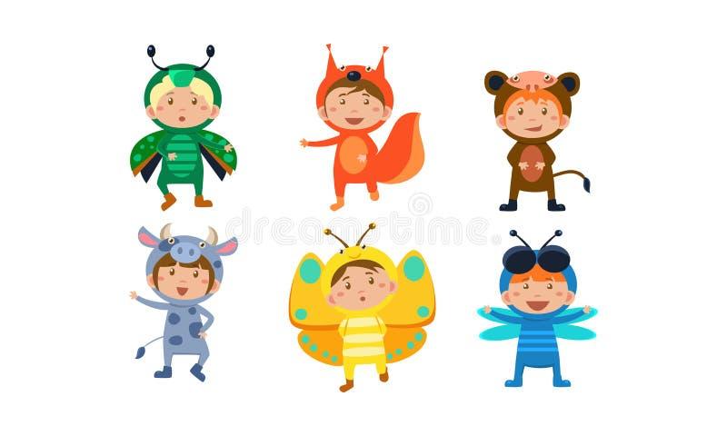 Jonge geitjes in Carnaval-geplaatste kostuums, leuke kleine jongens en meisjes die insecten en dierenkleren, vos, libel, aap drag vector illustratie