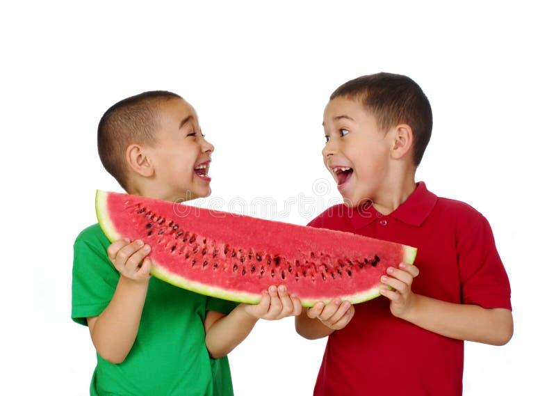 Jonge geitjes en watermeloen royalty-vrije stock foto