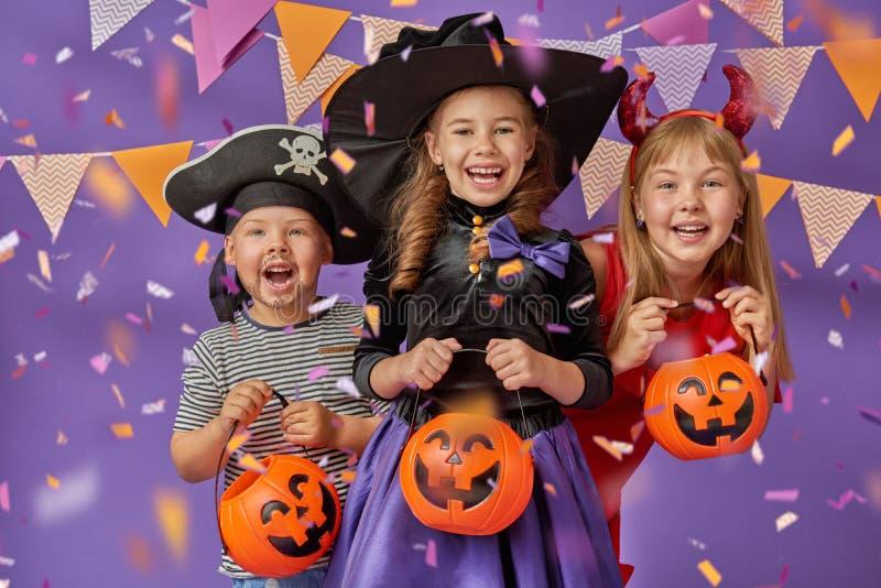 Jonge geitjes in Halloween royalty-vrije stock afbeeldingen