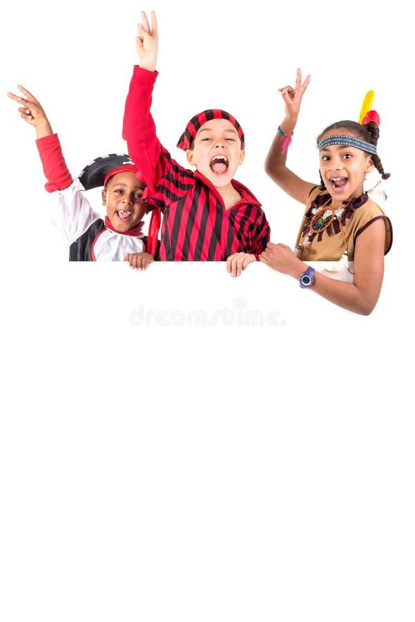 Jonge geitjes met kostuums stock foto